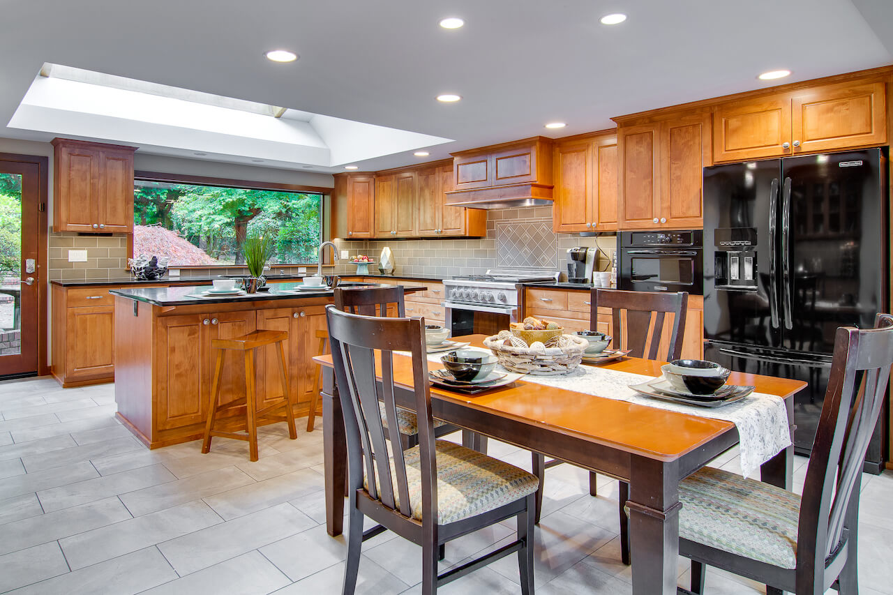 Shoreline Real Estate Dining Rooms 6
